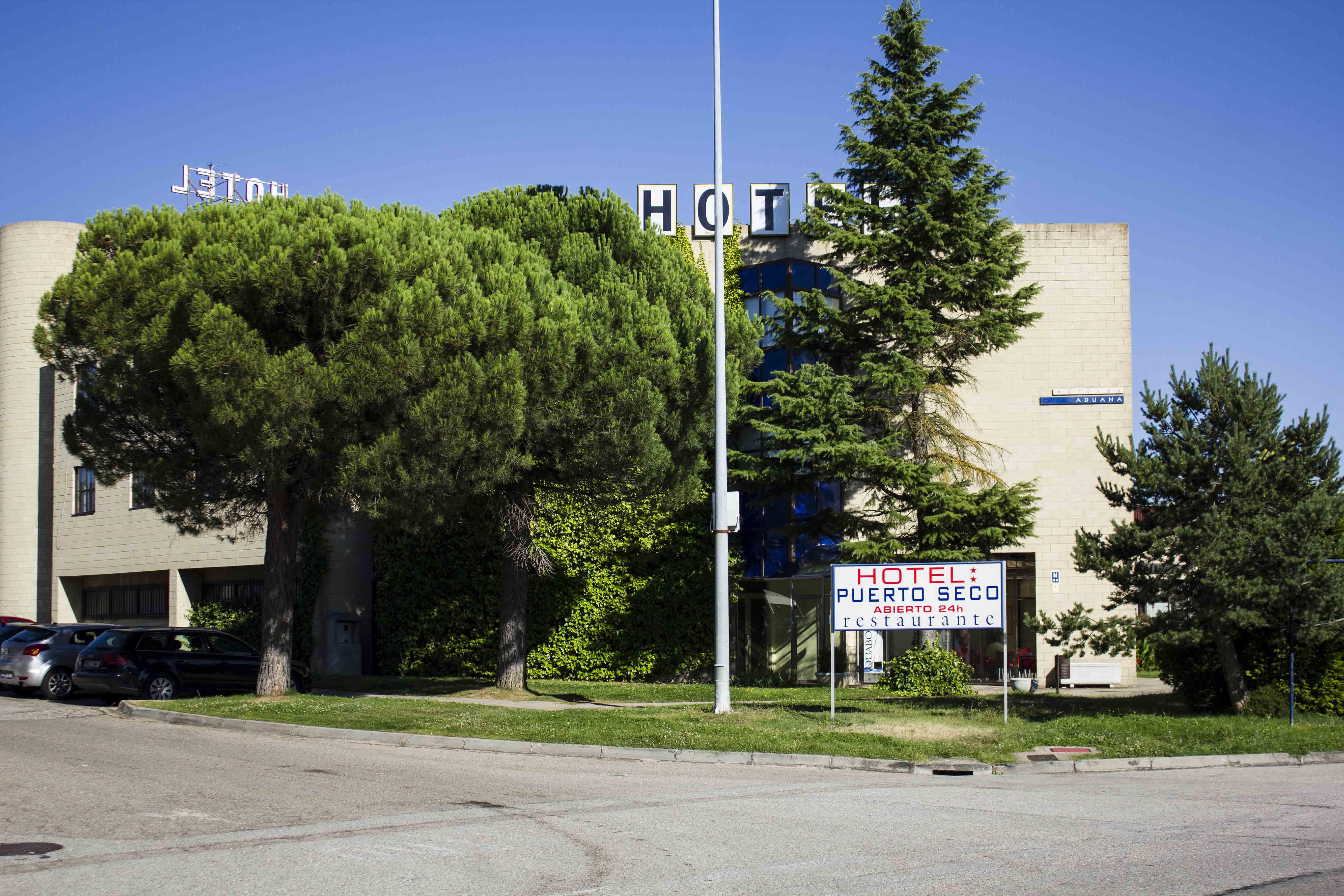 hotel-fuera-letrero